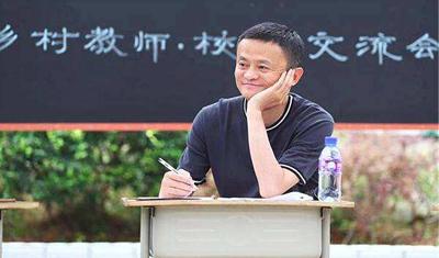 """""""乡村教师代言人""""马云""""退而不休""""要继续当回马老师"""